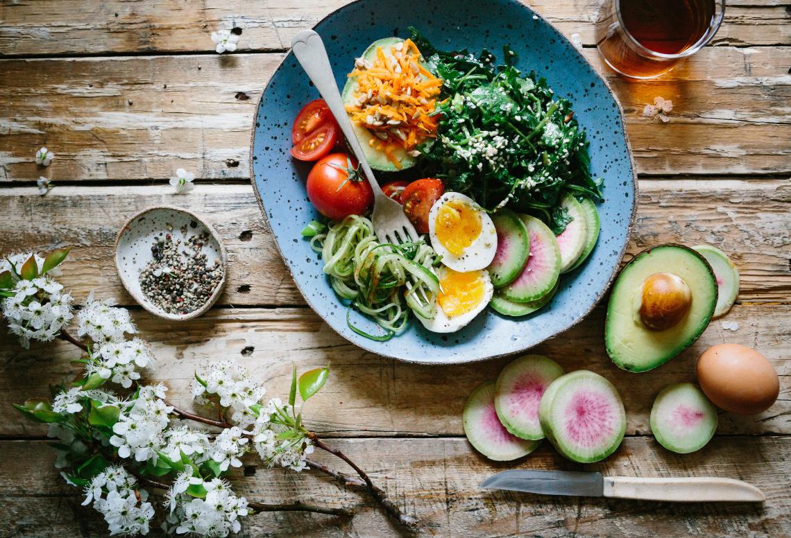 plat amb aliments de la dieta mediterrània