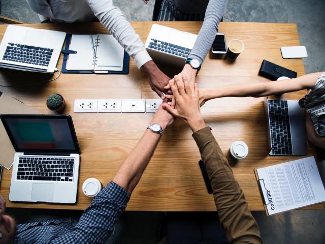 Nova convocatòria de beques d' emprenedoria social i tecnològica