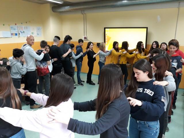 L'Institut de Torrelles aprèn a cantar la cançó turca Uskudar