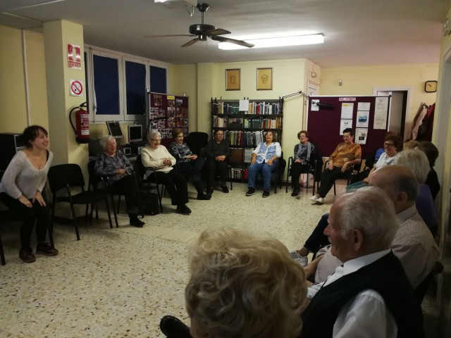 La gent gran de La Palma de Cervelló participa al taller musical