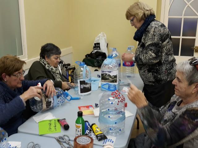 El Casal Gent Gran de la Colònia Güell participa de nou als tallers del programa