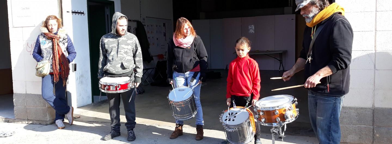 Realitzem el primer taller de batucada amb el grup SambaSo de Sant Adrià de Besòs