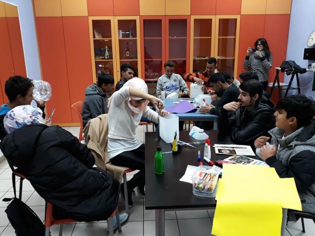 Reflexionem sobre els drets de les persones refugiades a l'espai jove de Can Tauler