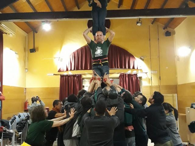 Els Encantats de Begues aixequen un castell per reivindicar els Drets de les persones refugiades