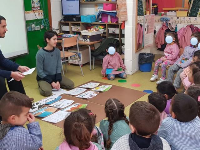 Els diferents cursos de l'Escola Catalunya de Sant Adrià reflexionen sobre els Drets de les persones refugiades