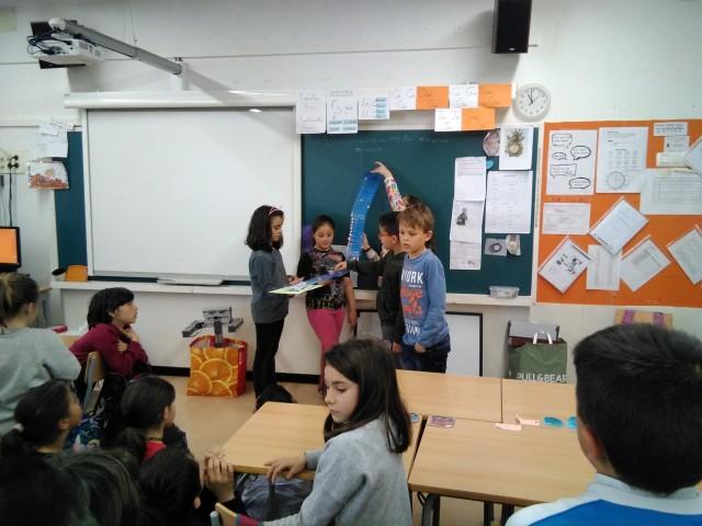 Una garrafa per els Drets de les Persones refugiades a l'Escola Pla de les Vinyes